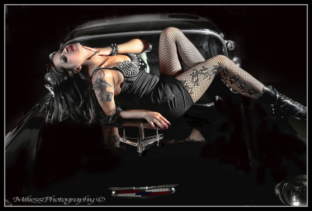 http://mike55photography.smugmug.com/Photography/Elena-Bathory-7152012/i-7rR2dBg/0/XL/IMG0716a-XL.jpg